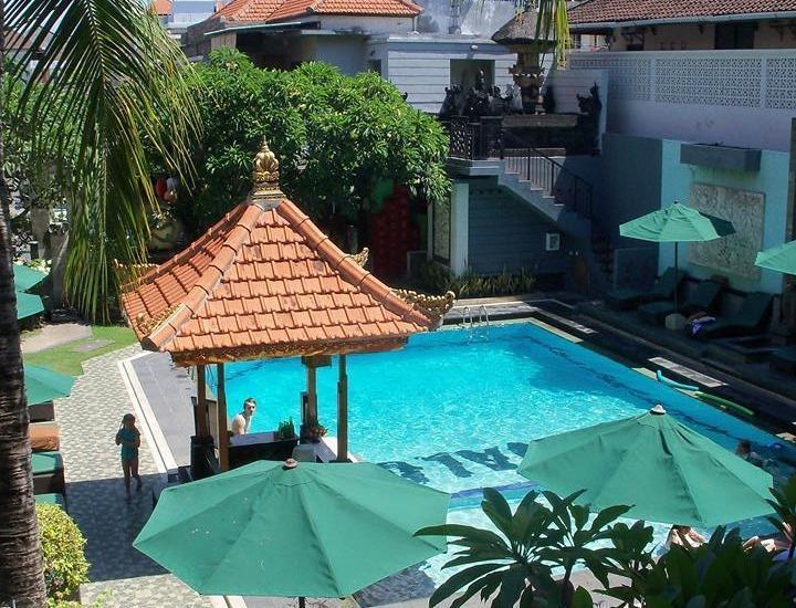 La Walon Hotel Bali - Pemandangan Kolam Renang