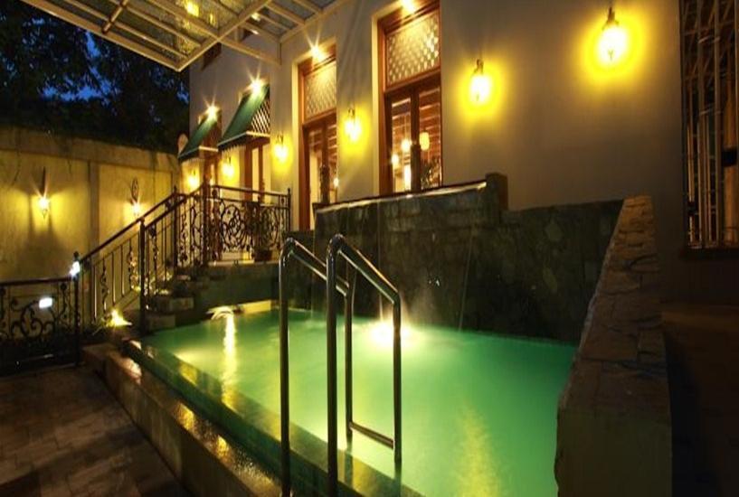 Aziza Syariah Hotel Solo By Horison Solo - Kolam Renang