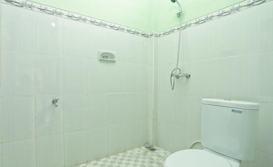 RedDoorz @Kerobokan Canggu Bali - Kamar mandi