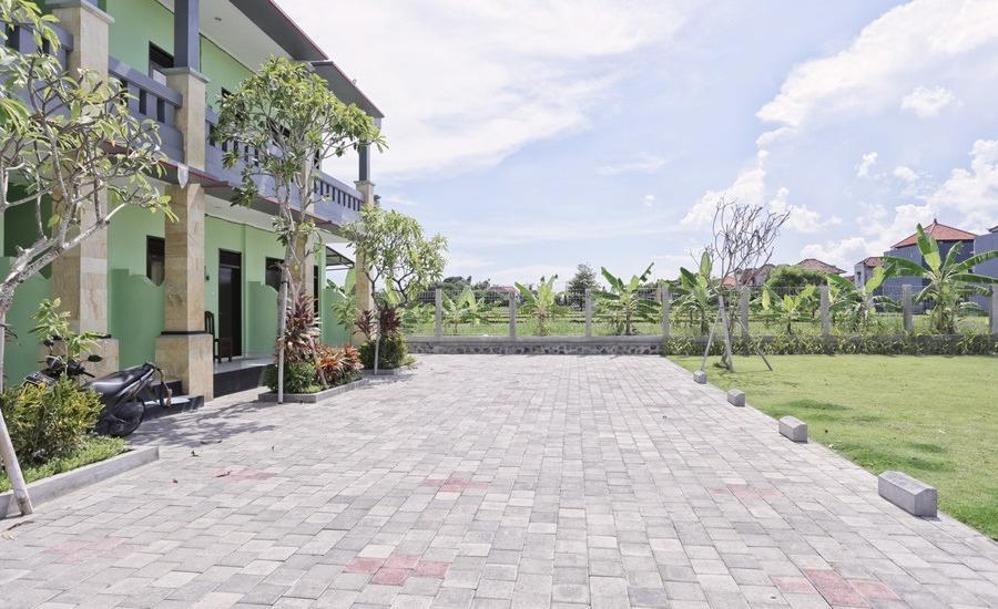 RedDoorz @Kerobokan Canggu Bali - Eksterior