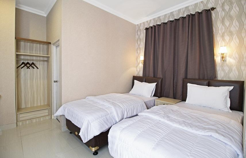 Flamenco Hotel RedDoorz Cideng Barat - Deluxe Room Regular Plan