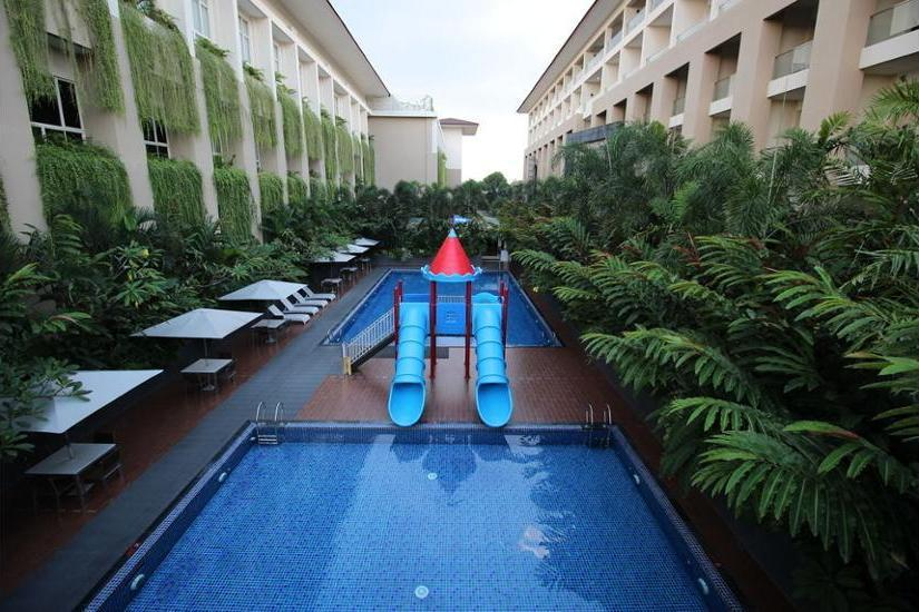 Eastparc Hotel Yogyakarta - Outdoor Pool