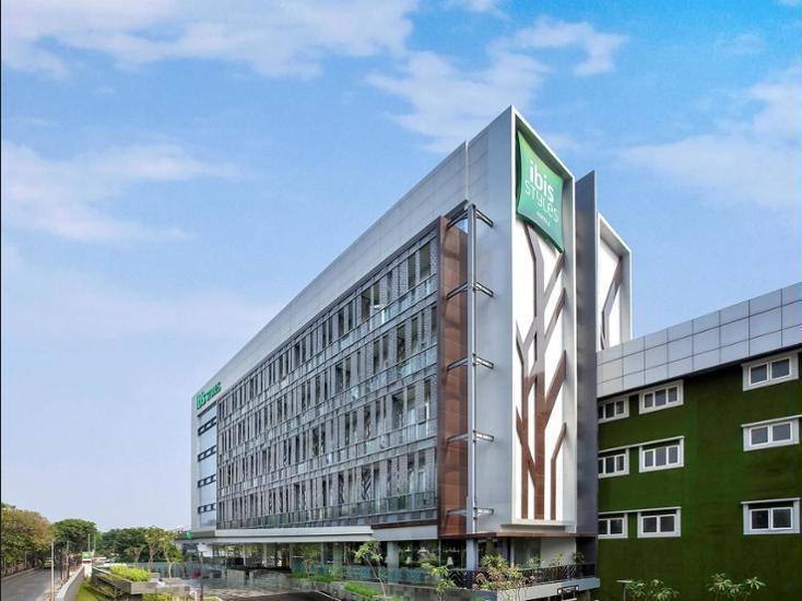 Ibis Styles Sunter Jakarta - Hotel Front