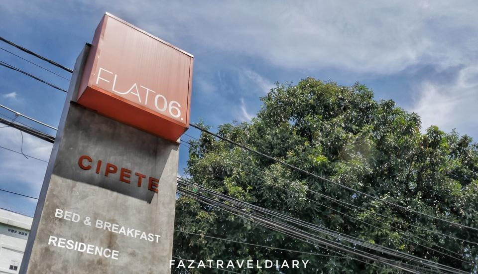 FLAT06 minimalist residence Jakarta - Plank