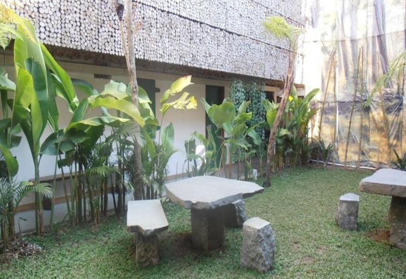 Flores Gallery Hotel Bandung - Taman