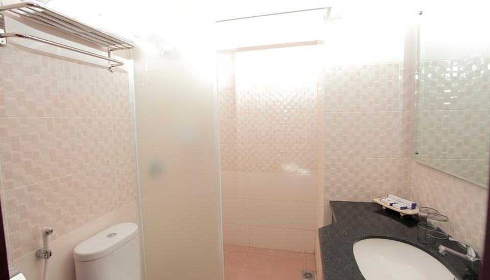 Prima SR Hotel & Convention  Yogyakarta - Bathroom