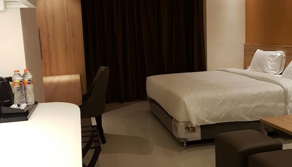 Wing Hotel Kualanamu Medan - Kamar tamu