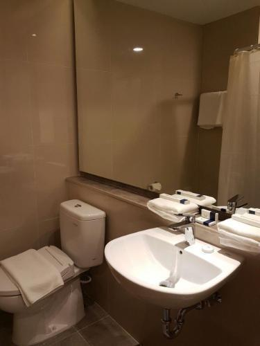 Wing Hotel & Residence Kualanamu Medan - TOILET