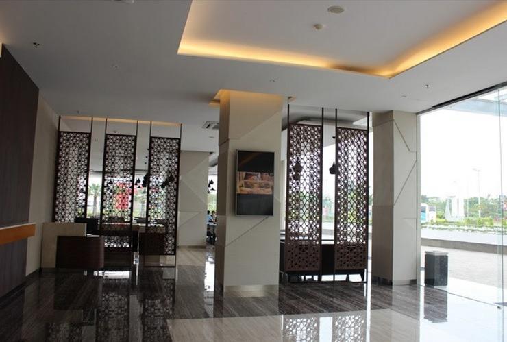 Wing Hotel & Residence Kualanamu Medan - LOBBY