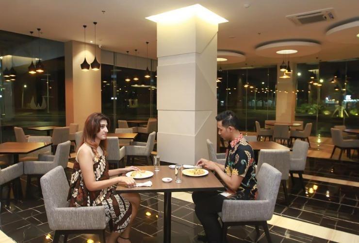 Wing Hotel & Residence Kualanamu Medan - RESTAURANT