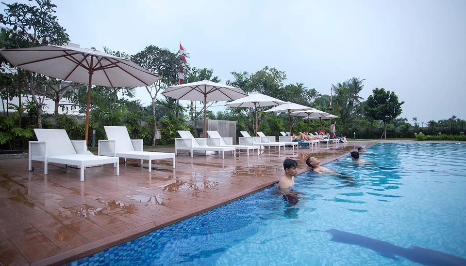 De Green Inn @aeropolis Tangerang - kolam renang