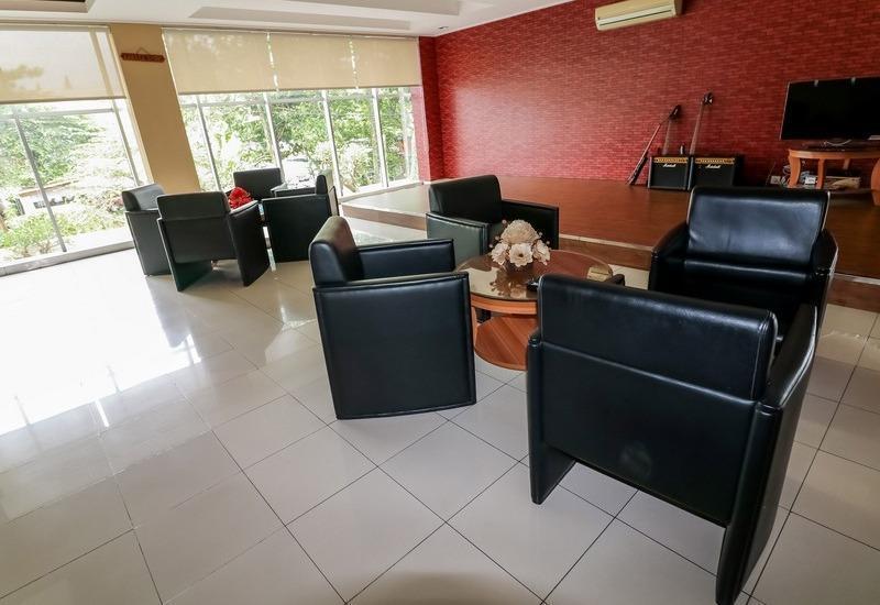 NIDA Rooms Puncak Cipayung - Ruang tamu