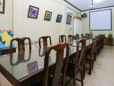 Airy Eco Syariah Manunggal Kebonsari Blok B 9 Surabaya Surabaya - Meeting Room