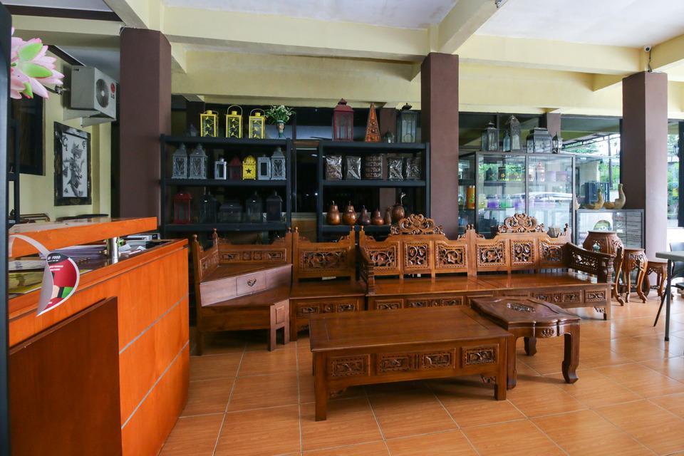 Airy Eco Syariah Manunggal Kebonsari Blok B 9 Surabaya Surabaya - Lobby