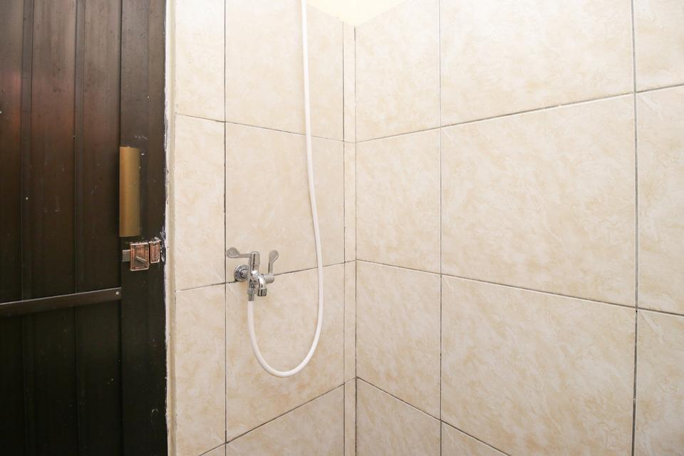 Airy Eco Syariah Manunggal Kebonsari Blok B 9 Surabaya Surabaya - Bathroom