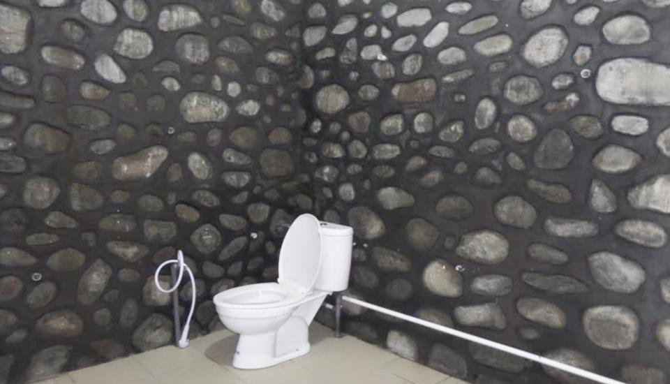 Losmen Adas Probolinggo - Bathroom