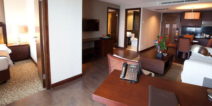 El Royale Hotel Bandung - Parahyangan Suite With Breakfast #WIDIH