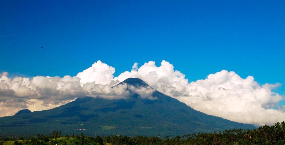Botanica Nature Resort Bitung - Pemandangan ke gunung Klabat
