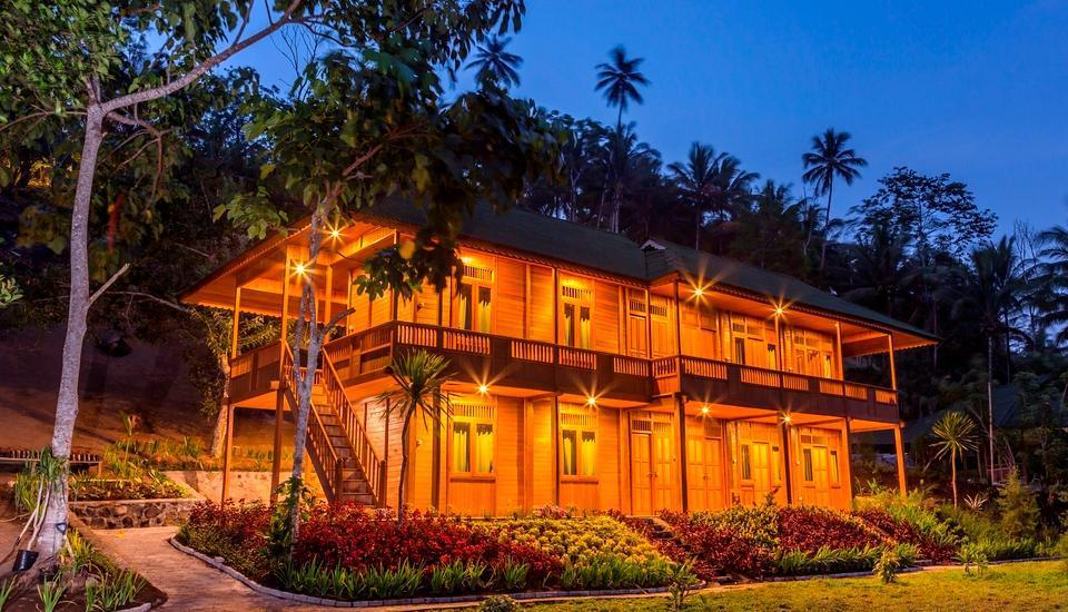 Botanica Nature Resort Bitung - Cannarium di malam hari
