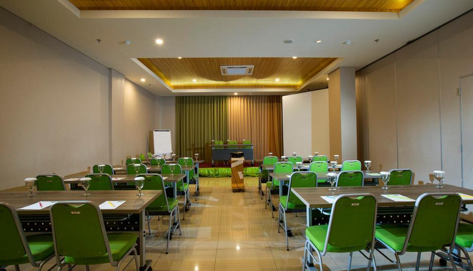 MaxOne Malang - Meeting Room