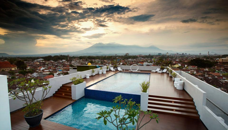 MaxOne Malang - Sky Pool