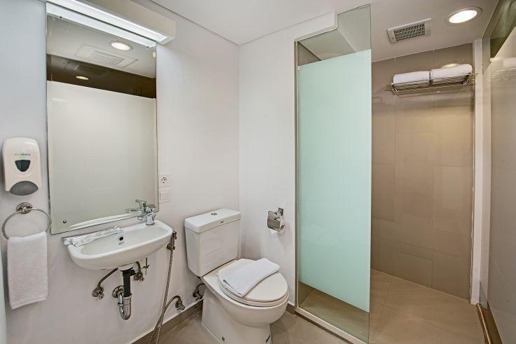 Whiz Hotel Bogor - BATHROOM