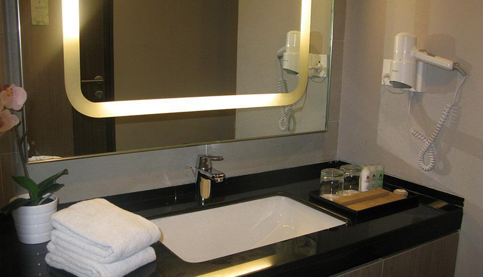 Gammara Hotel Makassar - Deluxe King Regular Plan