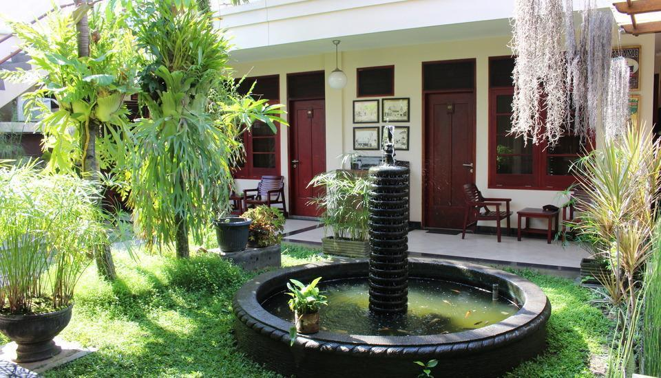 Fendi's Guest House Malang - Taman