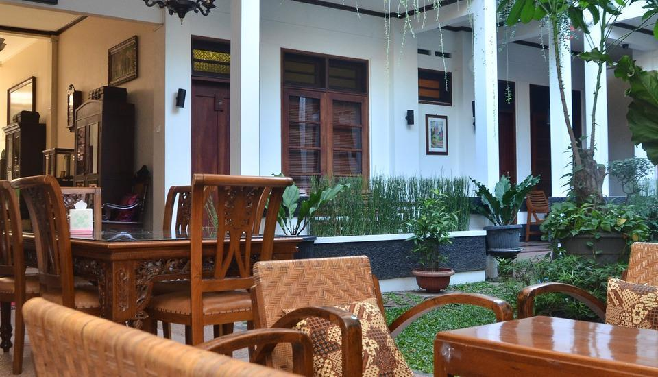Fendi's Guest House Malang - Public Area