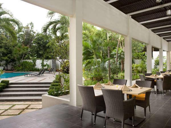 Hotel Santika Cirebon - Teras Restoran