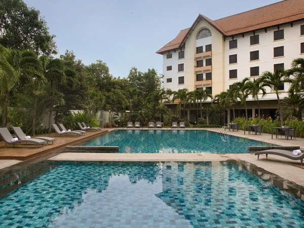 Hotel Santika Cirebon - Kolam renang