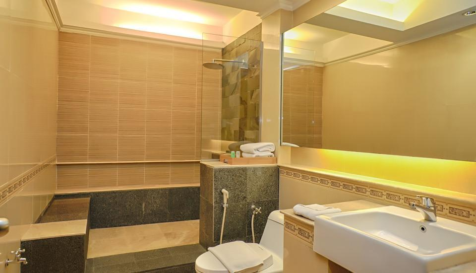 Bali World Hotel Bandung - Executive Bathroom