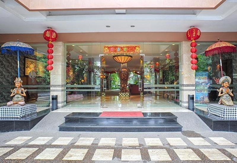 Bali World Hotel Bandung - Hotel Entrance