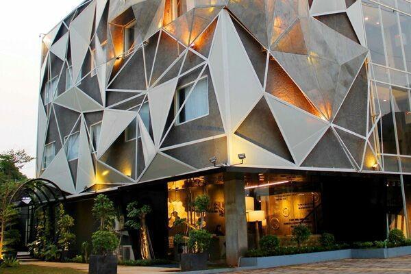 Couleur Hotel Cengkareng - Area parkir