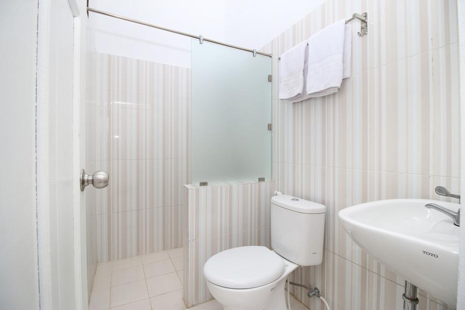 Airy Eco Syariah Kayu Tangi Brigjen Hasan Basri 7 Banjarmasin - bathroom