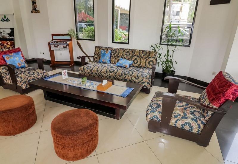 NIDA Rooms Kebun Raya Bogor - Ruang tamu