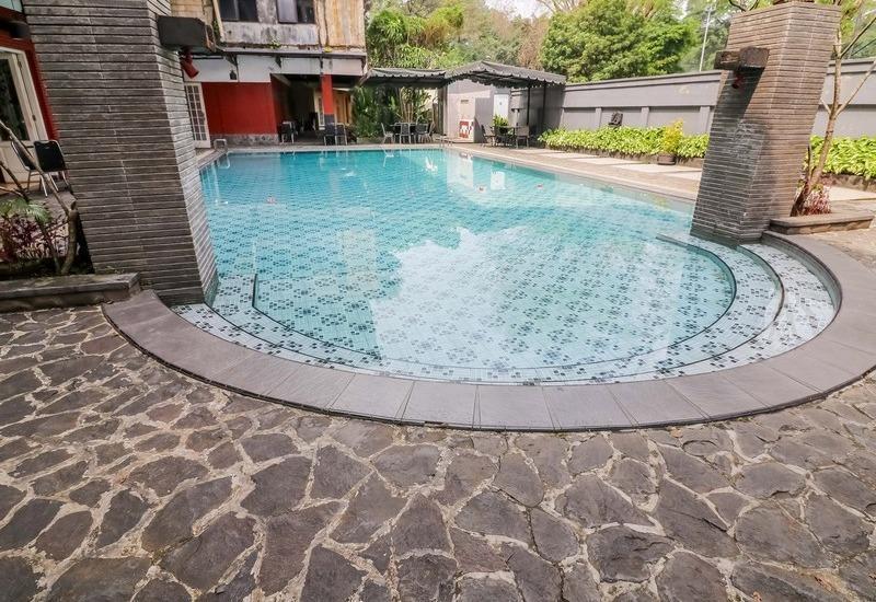 NIDA Rooms Kebun Raya Bogor - Kolam Renang