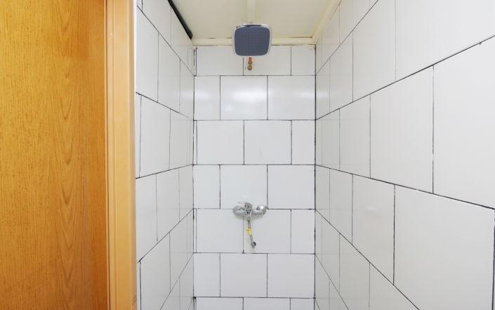 Kamar Keluarga Bandara Syariah Tangerang - Bathroom