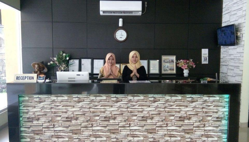 Hotel Gembira Bontang - Receptionist