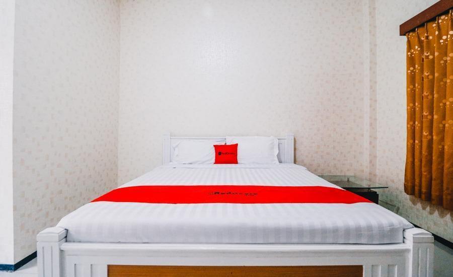 RedDoorz near Taman Rekreasi Selecta Malang - Room