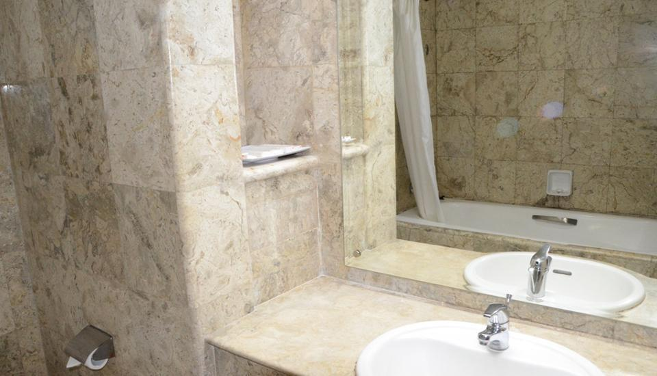 Garden Permata Hotel Bandung - Bathtub