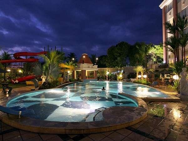 Grand Wahid Hotel Salatiga Salatiga - Kolam Renang