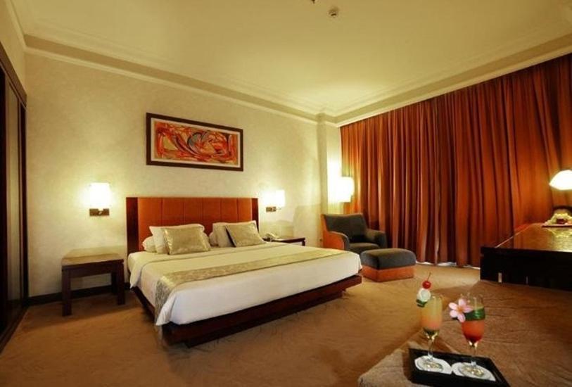 Grand Wahid Hotel Salatiga Salatiga - Suite Room Regular Plan