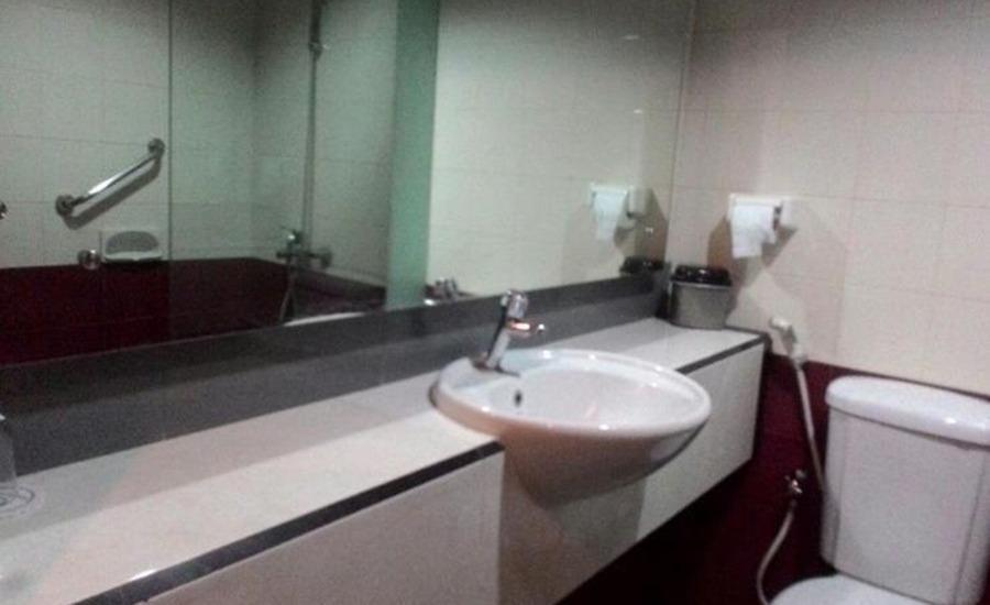 Hotel Kharisma 1 Madiun Madiun - Kamar mandi