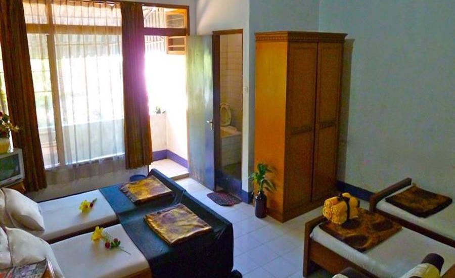Hotel Harapan Indah Bandung - Economy Quad Driver Room #WIDIH