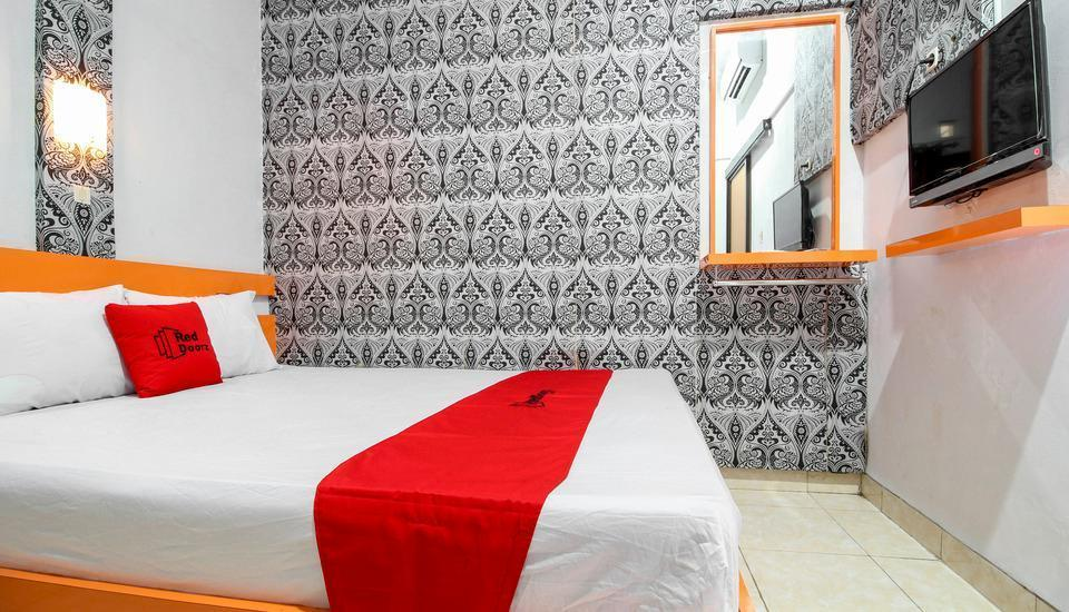 RedDoorz Plus near Hartono Mall Yogyakarta - RedDoorz Room Regular Plan
