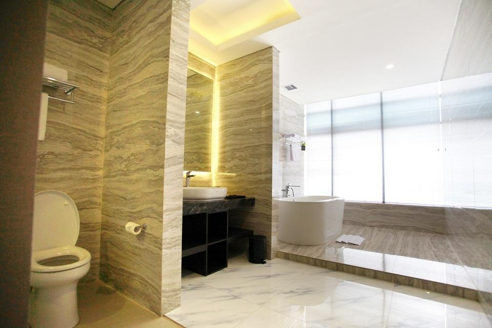 Grand Karlita Hotel Purwokerto Purwokerto - Executive Bathroom