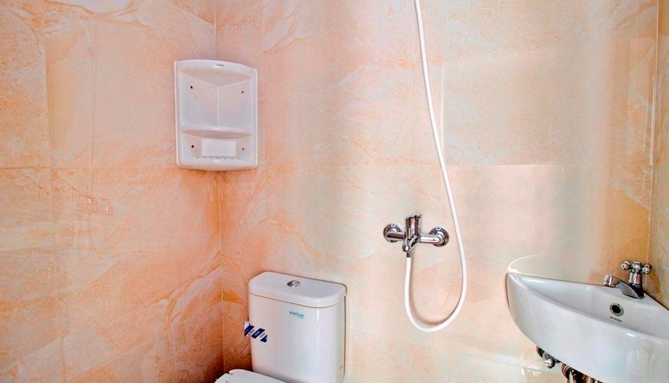 RedDoorz near Mall Kelapa Gading - Bathroom