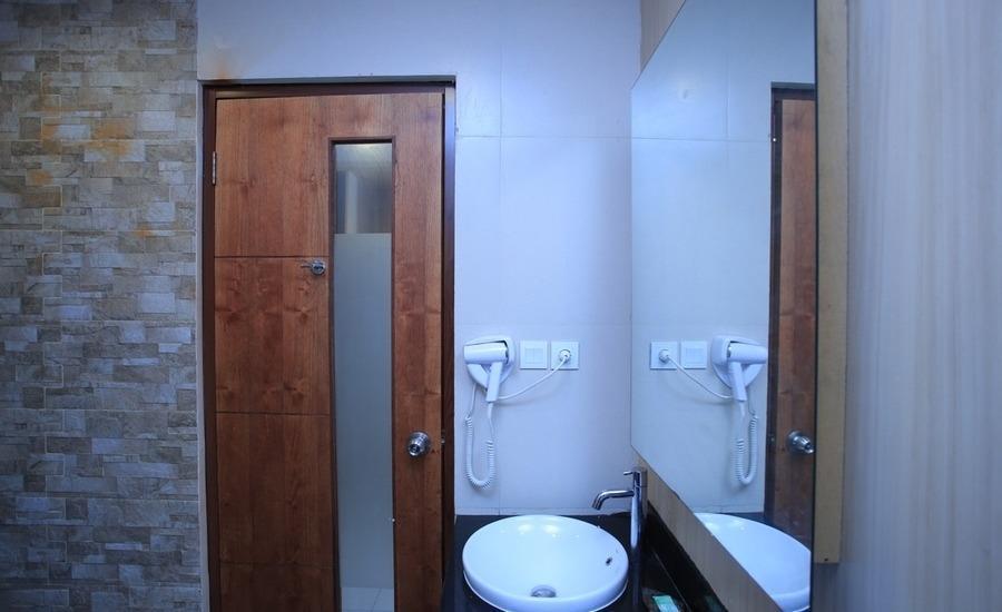 RedDoorz @Karang Tenget Tuban Bali - Kamar mandi