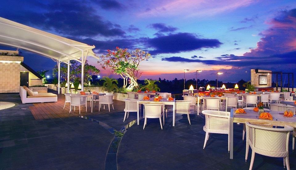Aston Kuta - Restoran di atap